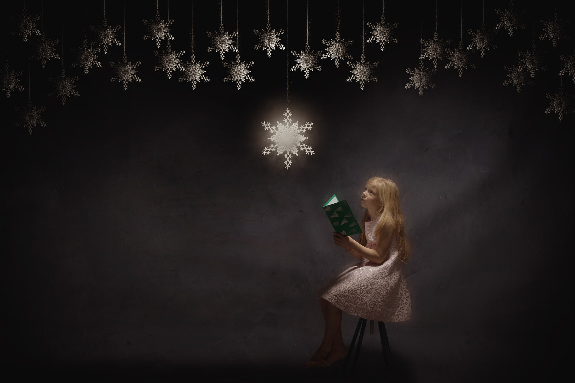 Sara leest haar nieuwjaarsbrief