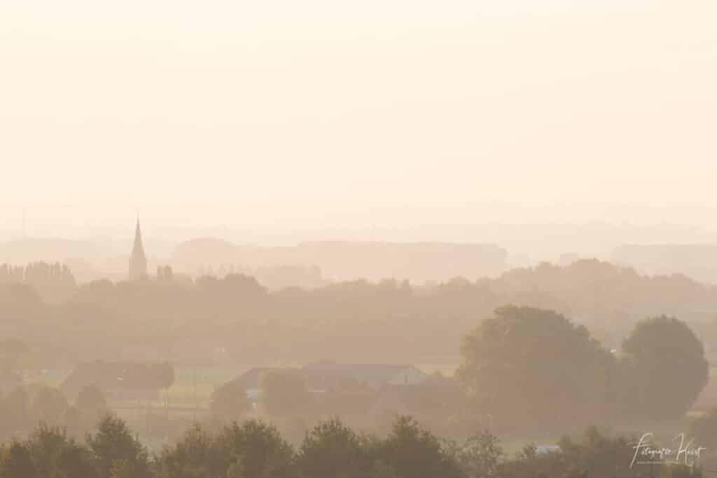 Zicht op Bellegem tijdens een mistige ochtend, Kortrijk, Belgium-9111