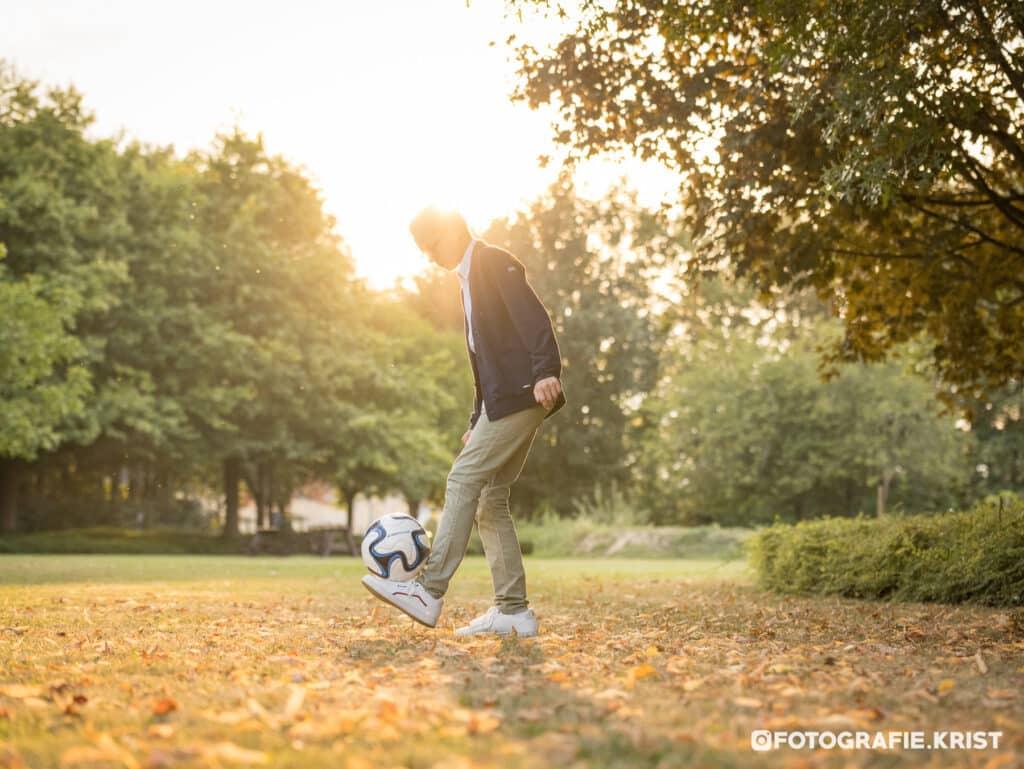 Fotoshoot met Thybo thema Voetbal in het SergeBerten park te Menen-FotografieKrist (6)
