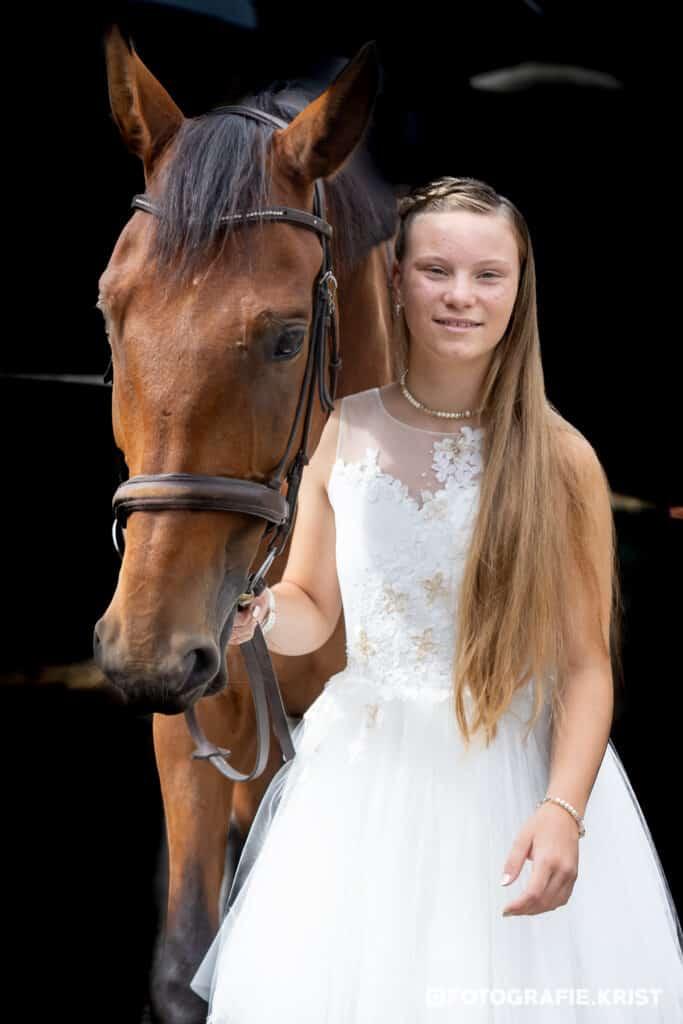 Plechtige communie fotosessie met Paard-FotografieKristMenen (1)