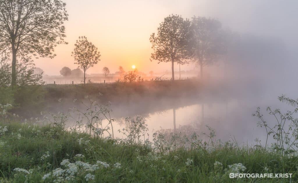 Zonsopkomst langs de leie in Wevelgem