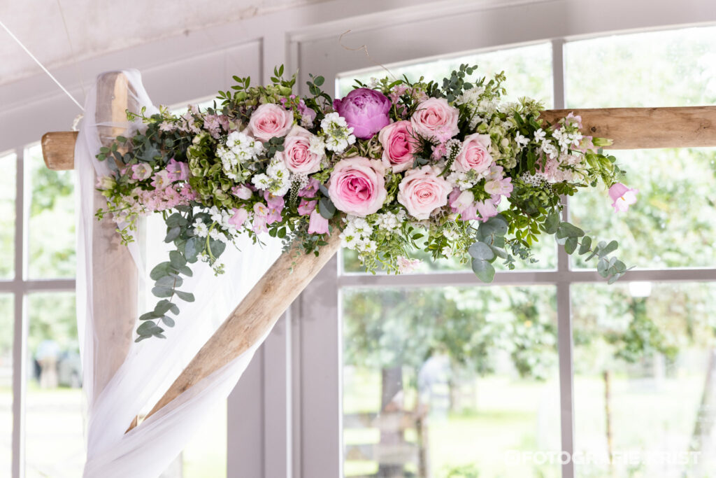 Huwelijk Julie & Mitch - Fotografie Krist - Spegelhof Wervik Bloemen Versiering Bloemstuk